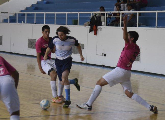 UOCRA se adueñó de la  punta del torneo Apertura