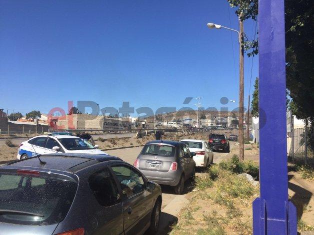 Balearon tres autos mientras trabajadores realizaban una protesta