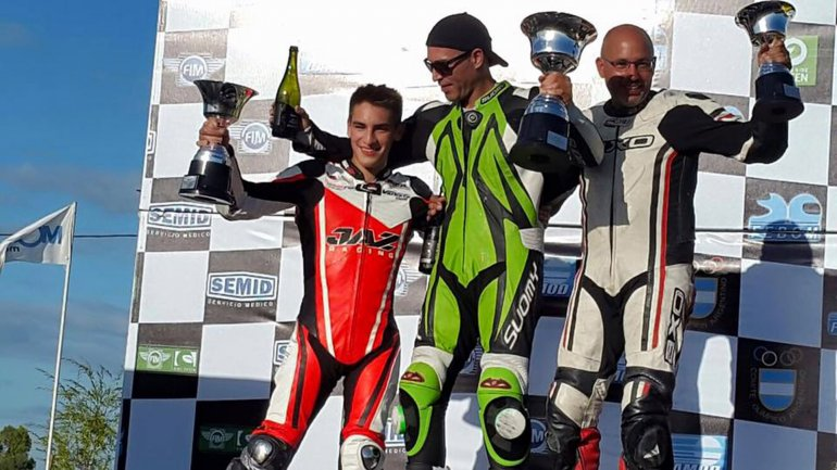 Fede Zapata (izq.) comenzó el campeonato bonaerense con un podio.