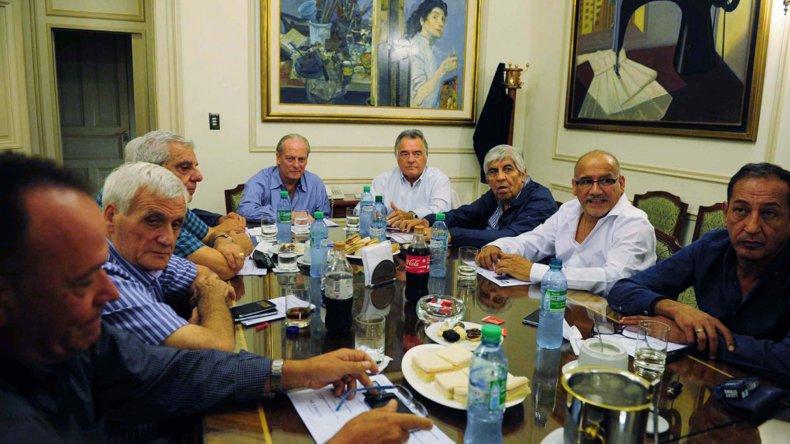Los dirigentes de la CGT se aglutinan para cuestionar al Gobierno.