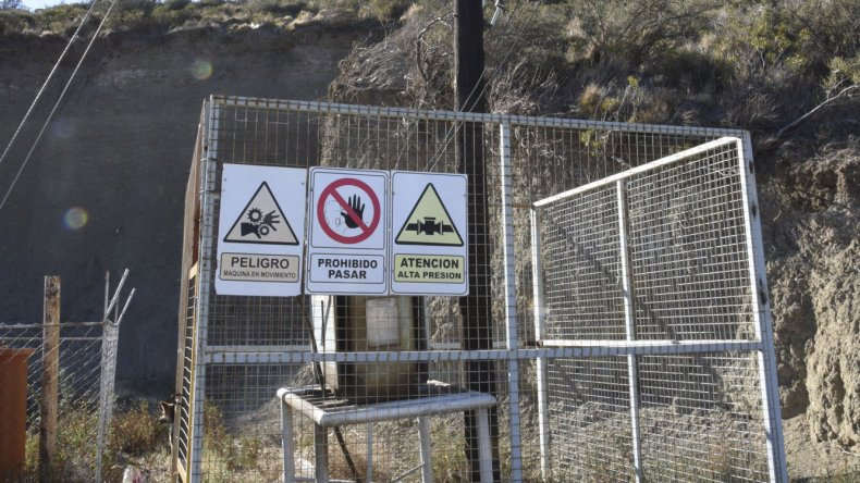 El pozo petrolero de Manantial Rosales donde el niño resultó electrocutado en la tarde del martes.