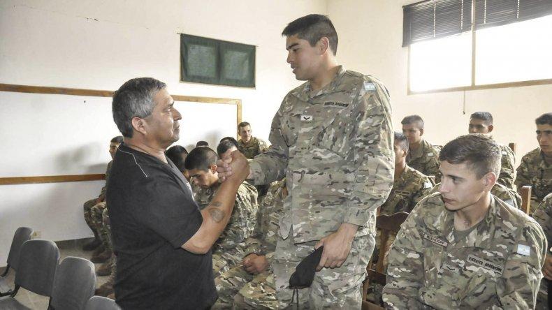 En Sarmiento la Guerra de Malvinas se vive de cerca. La semana pasada José Muñoz brindó una charla a los soldados voluntarios del Regimiento de Infantería 25.