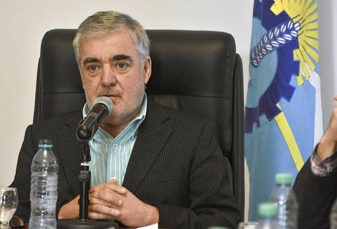 Mario Das Neves estalló por las dos leyes que sancionó el jueves la Legislatura y que lo hicieron regresar antes de tiempo de Buenos Aires.