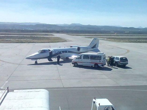 Ya está en Comodoro el primer avión sanitario con médicos del Incucai para realizar un protocolo de ablación en el Hospital Regional.