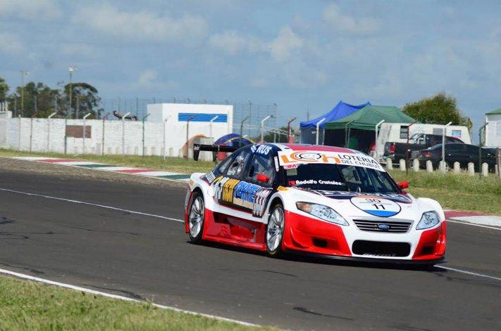 El Ford del comodorense Gustavo Micheloud durante la clasificación ayer de la Top Race V6 en Paraná.