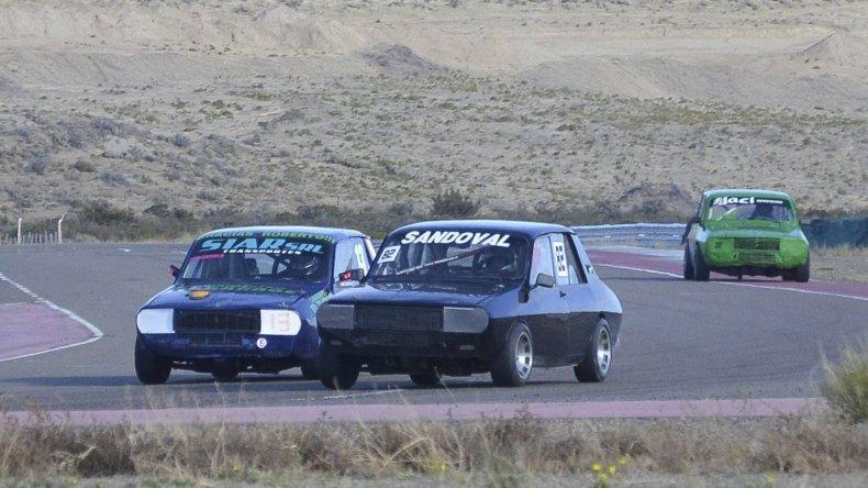 El automovilismo chubutense vivirá esta tarde en el autódromo General San Martín la primera fecha de la temporada.