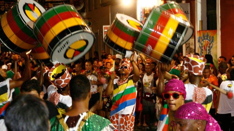 Por estas fechas todos los bares y salas de baile del país se abarrotan de gente bailando y gozando al ritmo reggae music.