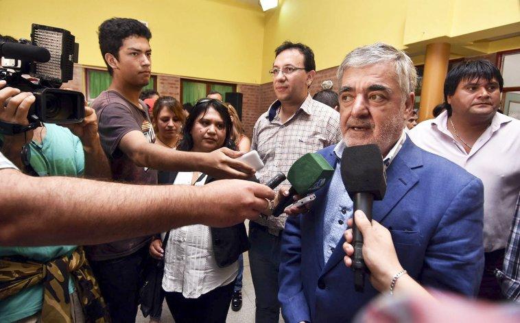 El gobernador Mario Das Neves ratificó su decisión de plantear en la justicia la inconstitucionalidad del aumento de presupuesto en la Legislatura.