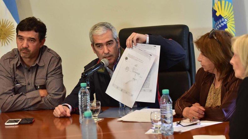 Adrián López al presentar la denuncia contra Jaqueline Caminoa.