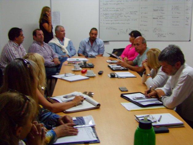 La reunión celebrada ayer con representantes de la salud pública y privada con concejales.