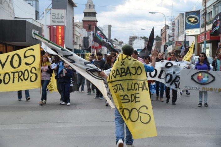 Trabajadores de Canal 9 volvieron a marchar en defensa de su fuente de trabajo.