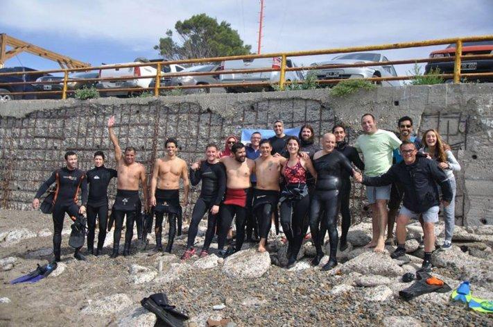 Cerca de una veintena de nadadores y buzos animaron la última fecha nacional de natación con aletas en las costas de Comodoro Rivadavia.