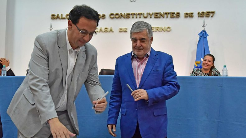 El gobernador durante la firma da la emergencia en Seguridad con el que se activa un nuevo plan contra el delito en Chubut.