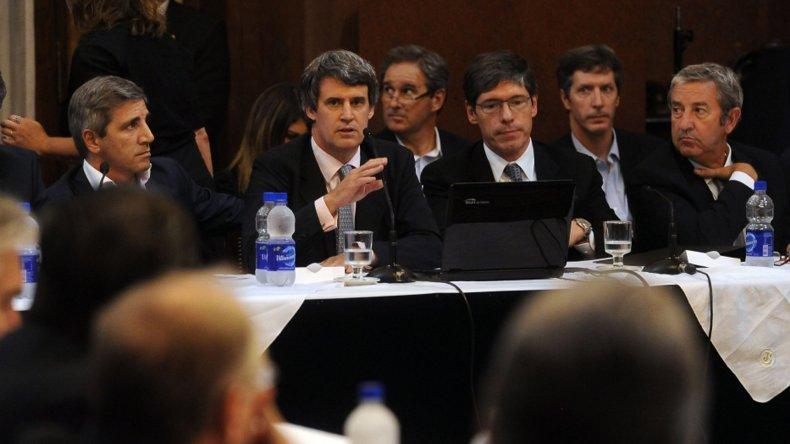 El ministro de Hacienda defendió el proyecto de pago a los holdouts en el Senado.