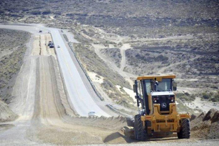 Diez mil millones de pesos para obras viales en Chubut