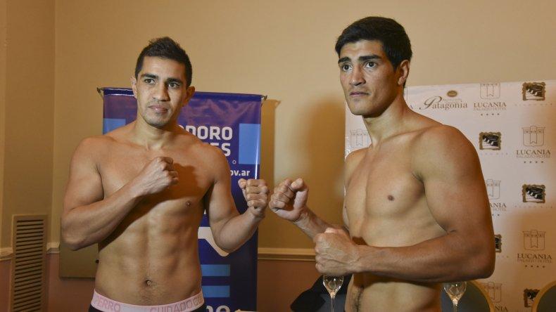 Héctor Saldivia y José Paz durante la ceremonia de pesaje que se realizó ayer en un hotel céntrico de la ciudad.