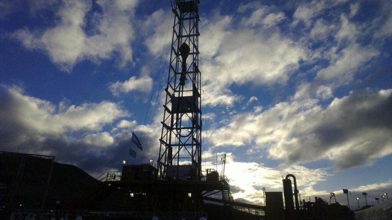 El acuerdo entre el Sindicato de Petroleros Privados y Tecpetrol busca evitar despidos en el yacimiento de El Tordillo.