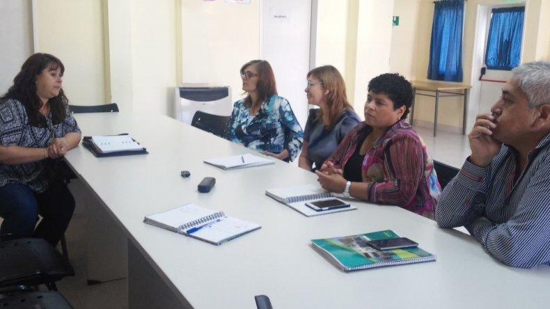 Autoridades universitarias y municipales durante la coordinación de aspectos del convenio.