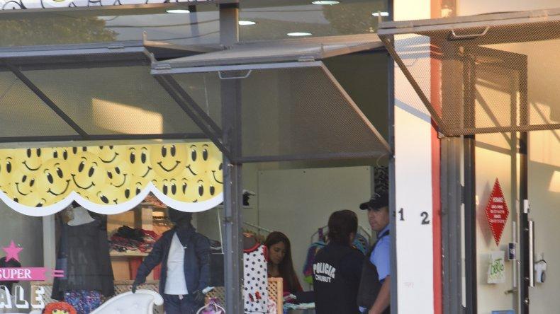 El comercio Ke Onda fue asaltado por dos individuos en horas de la tarde de ayer. Se llevaron 5.000 pesos y una notebook.