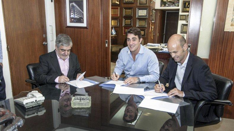 <div>Das Neves en Buenos Aires firmando convenios. Luego volvió a tener conceptos elogiosos para con el Gobierno nacional.&amp;nbsp;</div><div><br></div>