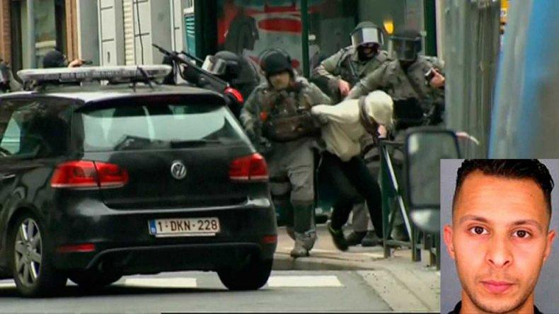 El momento en que la policía belga detiene en Bruselas a Salah Abdeslam.