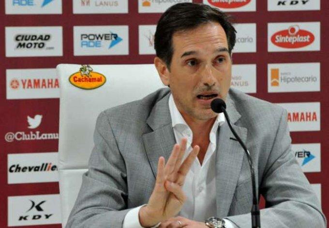El presidente de Lanús se manifestó en contra de las sociedades anónimas en el fútbol