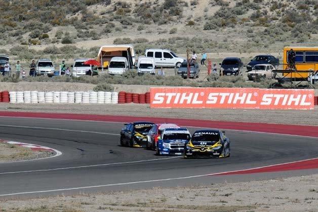 Emiliano Spataro dominó ayer el Super 8 que se corrió en el autódromo Mar y Valle de Trelew.