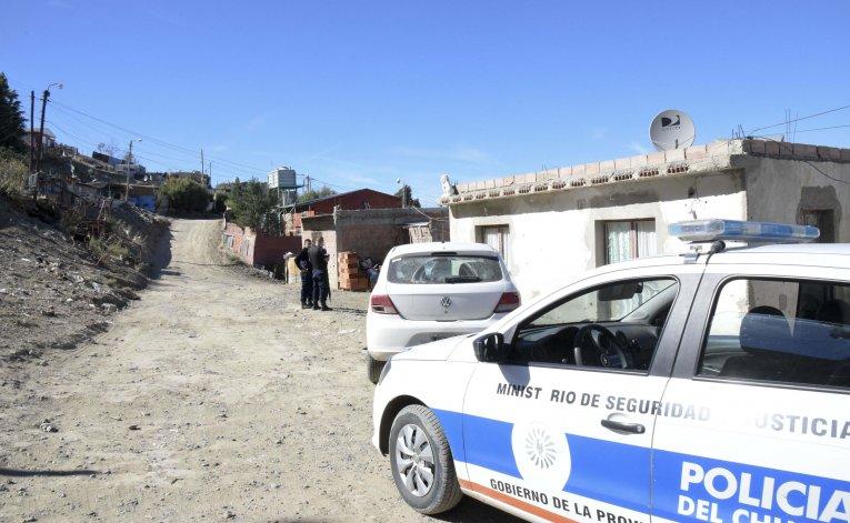 El allanamiento que se desarrolló ayer en la parte alta del barrio La Floresta.