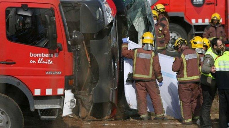 Chocó un micro en Espeña: murieron al menos 14 chicos
