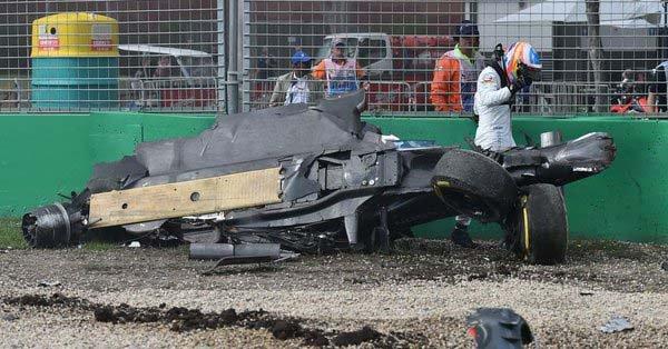 El Mc Laren de Fernando Alonso terminó totalmente destrozado pero el piloto español se salvó de milagro.