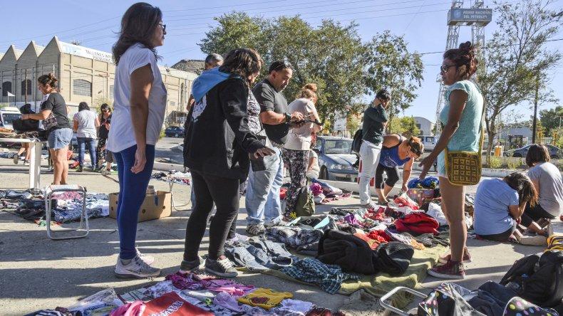 Los feriantes de Kilómetro 3 mostraron su preocupación por el accionar policial y el intento de desalojo de lo que consideran un espacio público.