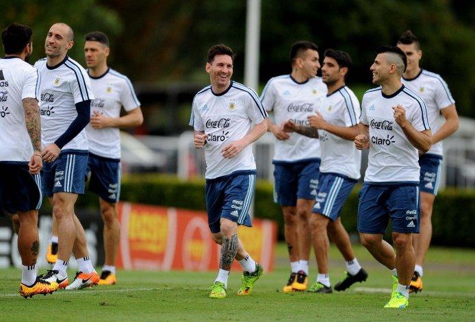 La selección argentina trabajó ayer de cara al duelo del jueves ante Chile.