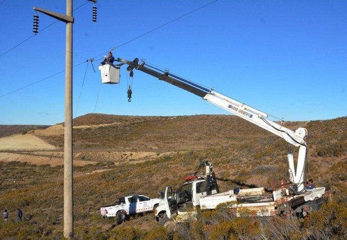 La falla en la línea de alta tensión fue detectada en un paraje de difícil acceso