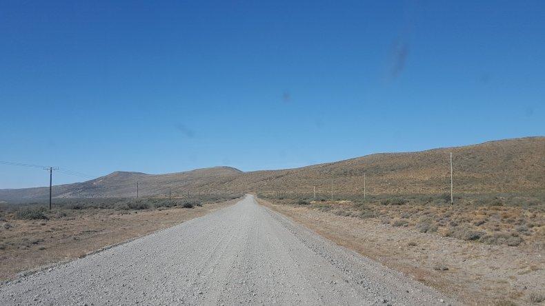 Así es el camino de ripio que une a la localidad chubutense de Río Mayo con la frontera chilena.