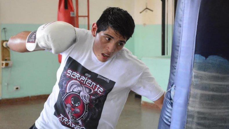 Ariel Araneda continúa con los entrenamientos y apunta a combatir seguido en el 2016.