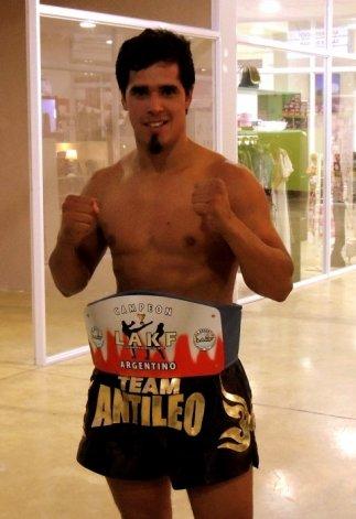 Miguel El Duro Poveda cerró un empate en Buenos Aires y retuvo el título argentino.