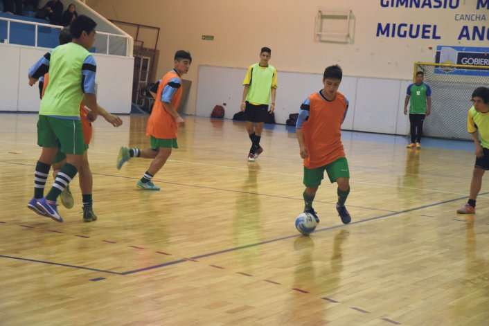 La preselección argentina de Cadetes –zona Sur– entrenó el último fin de semana en Comodoro y jugó un amistoso con el dueño de casa.