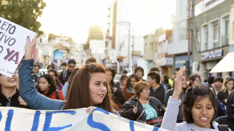 Los estudiantes, docentes y jubilados  reclaman que el boleto gratuito sea ley