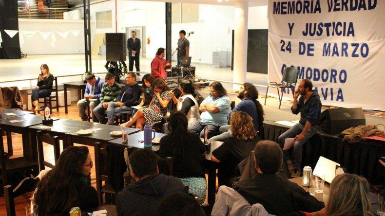 Peces del Desierto y el grupo Pretextos compartieron una ronda de poesía y relatos por la Memoria