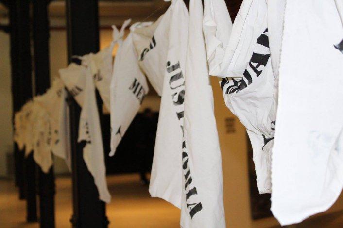 40 pañuelos blancos por la Memoria