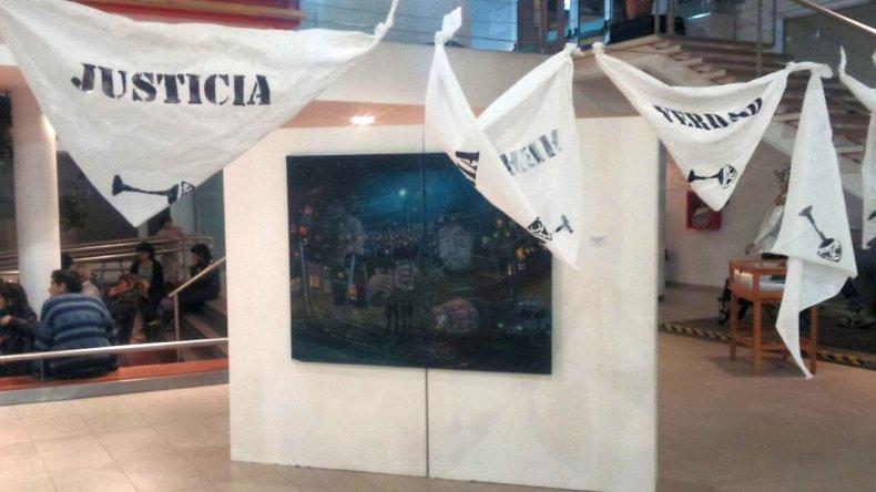 El artista César Barrientos sumo sus obras a la muestra en el Centro Cultural