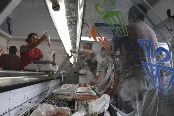 En las pescaderías las ventas bajaron hasta un 50%