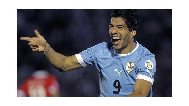 El goleador Luis Suárez reaparecerá esta noche en la formación de la selección uruguaya.