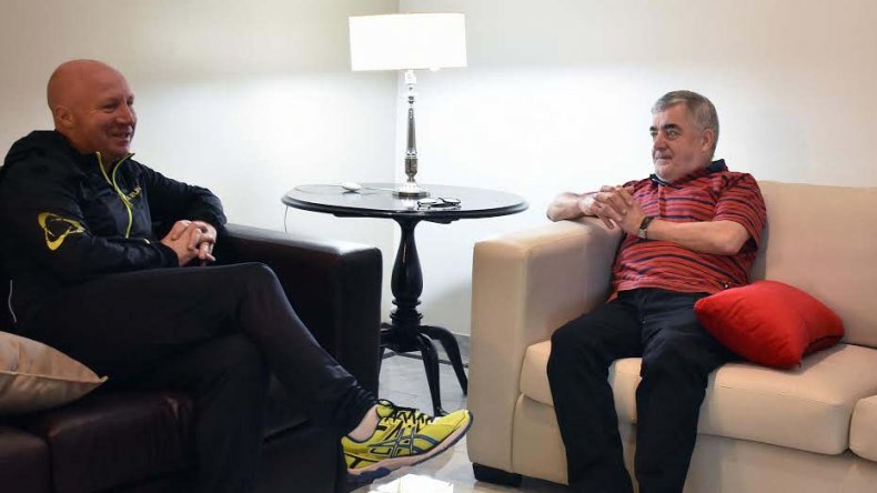 Carlos Mac Allister junto a Mario Das Neves en Rawson.