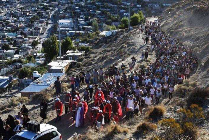 Así celebró Comodoro el Via Crucis del Viernes Santo