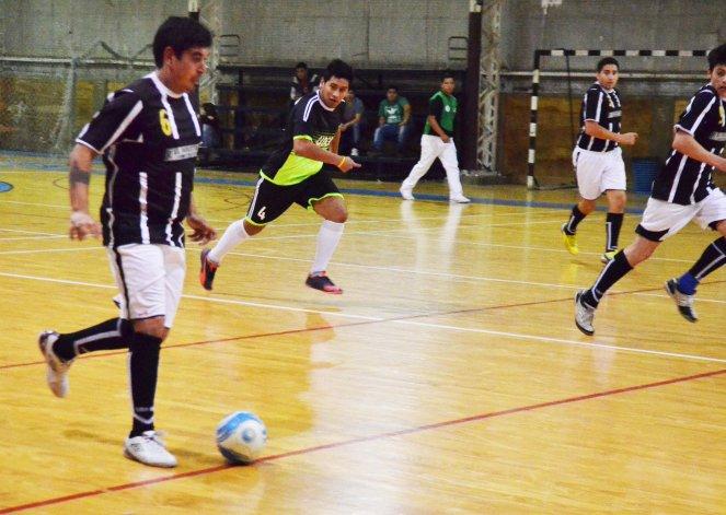 Todo el fútbol de salón continuará jugándose esta tarde en Comodoro Rivadavia.
