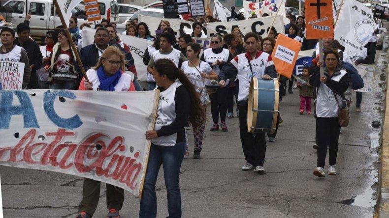 Los paros y marchas de protesta de docentes son una constante en las principales localidades santacruceñas desde que se inició el ciclo lectivo.