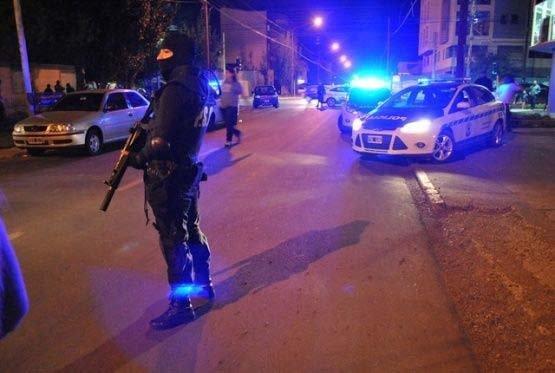 Efectivos del Comando Radioeléctrico intervinieron en el caso de violencia que se registró en un templo de la calle Estrada al 300 de Río Gallegos.