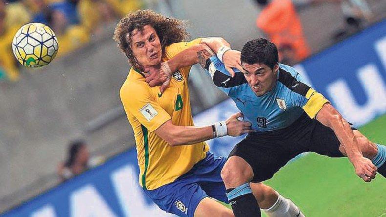 Uruguay le empató a Brasil a fuerza de entrega y ahora se mide con un cabizbajo Perú.