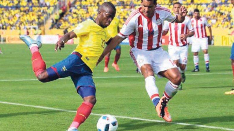 Ecuador viene de un empate ante Paraguay y no quiere resignar la punta ante Colombia.